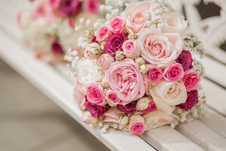 Bật mí cách bó hoa cưới bằng hoa hồng cực đơn giản