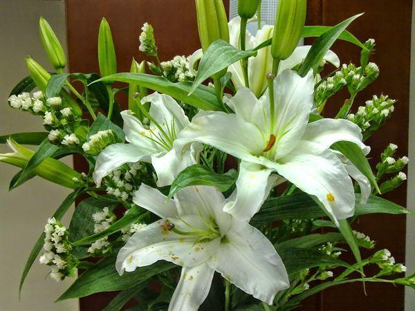 kiêng cắm các loại hoa để bàn thờ kiêng kỵ